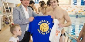 вручення форми збірній україни з водного поло 28,04,2012 (1)